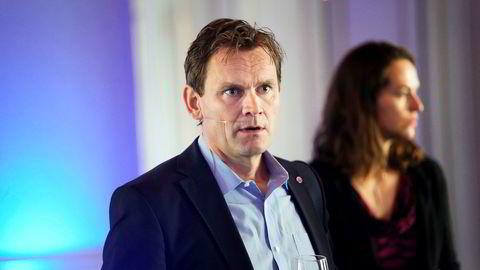 Nel-sjef Jon Andre Løkke under en pressekonferanse i fjor.