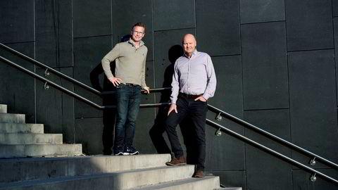Driftsdirektør Espen Schrøder (t.v.) og gründer Stein Bakker i Stfy vil utfordre de tradisjonelle alarmselskapene med sin multidetektor for leiligheter.