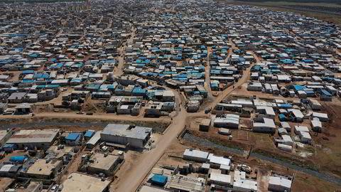 En stor syrisk flyktningleir nær grensen til Tyrkia.