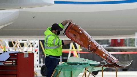 Den amerikanske flyprodusenten Boeing starter opp igjen produksjonen av den ulykkesrammede flytypen 737 Max.