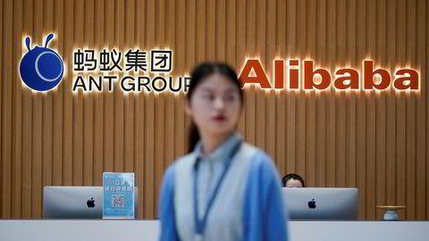 Ant Group gjør seg klar til børsnotering i Hongkong og Shanghai. Det har vært rekordstor interesse fra småinvestorer å delta i emisjonen. Her fra hovedkontoret i den kinesiske storbyen Hangzhou.