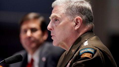 Sjefen for USAs generalstab, general Mark Milley, vil vurdere å endre navn på militærbaser som er oppkalt etter sørstatsgeneraler, stikk i strid med hva president Donald Trump mener.