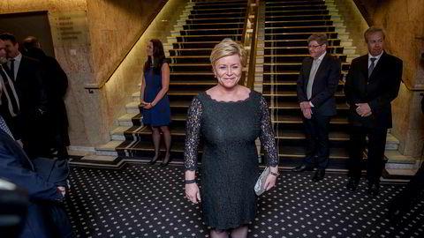 Siv Jensen på vei inn til festmiddag på Grand etter sentralbanksjef Øystein Olsens årstale.
