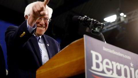 Senator Bernie Sanders, som omtaler seg selv som sosialdemokrat, har tatt en klar ledelse i kappløpet om å bli Demokratenes presidentkandidat.