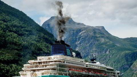 Om skip i sårbare områder blir pålagt å bruke diesel med samme svovelinnhold som biler, kan utslippet i Geiranger minskes med 99 prosent.
