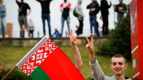 Demonstrasjonene mot landets autoritære president Aleksandr Lukasjenko fortsatte onsdag for fjerde dag på rad. Minst 6.000 demonstranter er pågrepet og flere hundre skadd under protestene i kjølvannet av presidentvalget.