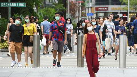 En ny bølge med koronavirussmitte har nådd deler av Asia. Singapore, som er blitt sett som et forbilde på måten de tidlig fikk kontroll på koronasmitten, har aldri tidligere hatt flere nye smittede enn på søndag. Her fra sentrum i Singapore på søndag.