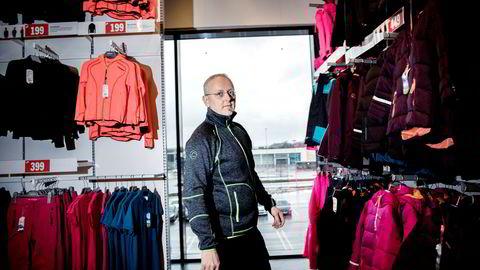 Stormberg-eier Steinar J. Olsen har nå bestemt seg og søksmålet mot dekkforhandler Tommy Sharif ble sendt tirsdag morgen.