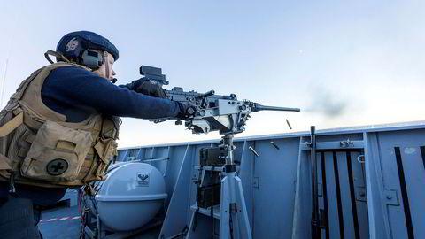Regjeringen har foreslått å øke forsvarsbudsjettet gradvis over åtte år til et nivå som er 16,5 milliarder høyere enn dagens nivå, skriver forsvarsministeren i et tilsvar.