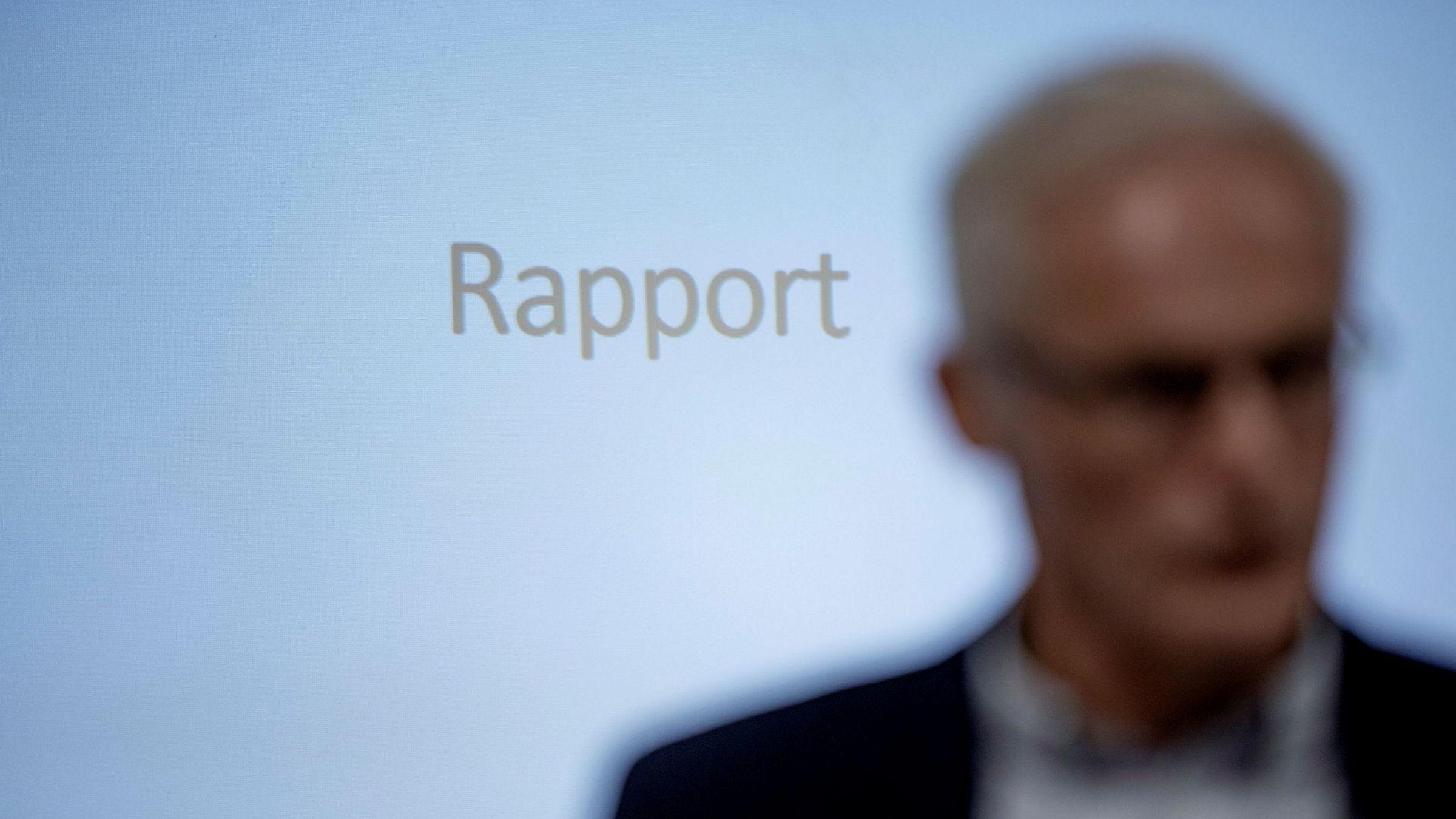Konkurransetilsynet avholdt pressekonferanse etter razziaene mot dagligvarehandelen. Her er Konkurransedirektør Lars Sørgard avbildet.
