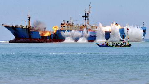 Den 14. mars i fjor endte «Viking» sine dager som piratskip med et smell på den vakre stranden Pagandaran på Java i Indonesia.