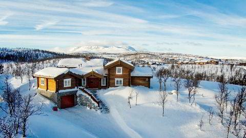 I høst ble denne 260 kvadratmeter store hytta på Kikut på Geilo solgt for 12 millioner kroner. Hytta hadde en prisantydning på 13.050.000 kroner.