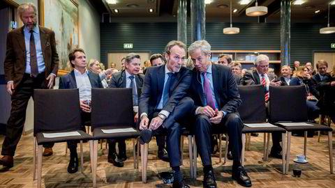 Sjeføkonom Harald Magnus Andreassen i Swedbank (til venstre) mener sentralbanksjef Øystein Olsen må få et bredere mål for rentesettingen. Her fra feiringen av Andreassens 60-årsdag i Oslo i 2016.
