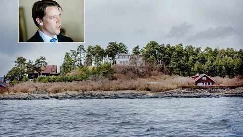 Fredrik Halvorsen ønsker å rive det røde huset til høyre i bildet og bygge to nye eneboliger på prakttomten på Snarøya i Bærum.