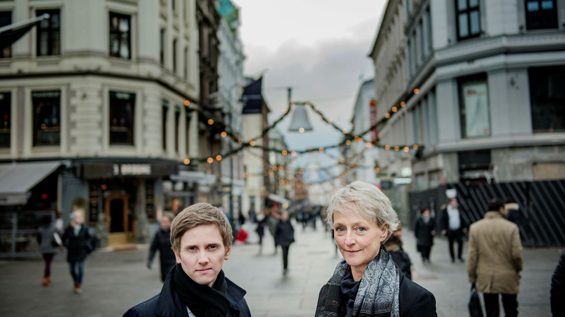 Satssekretær Reynir Johannesson og forbrukerombud Elisabeth Lier Haugseth danner felles front mot kapring av mobilkunder som er på vei til en konkurrent.