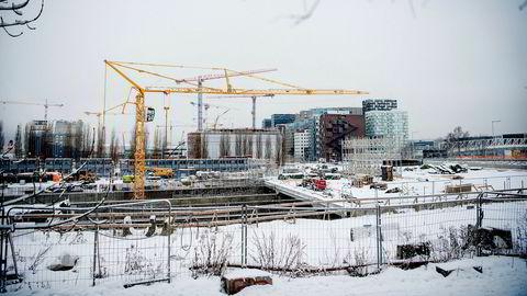 Byggingen av ny Follobane har stoppet opp etter at den italienske entreprenøren Condotte ble satt under konkursbeskyttelse i Italia. Her fra byggeplassen der Follobanen skal gå fra Oslo S inn under Ekebergåsen.
