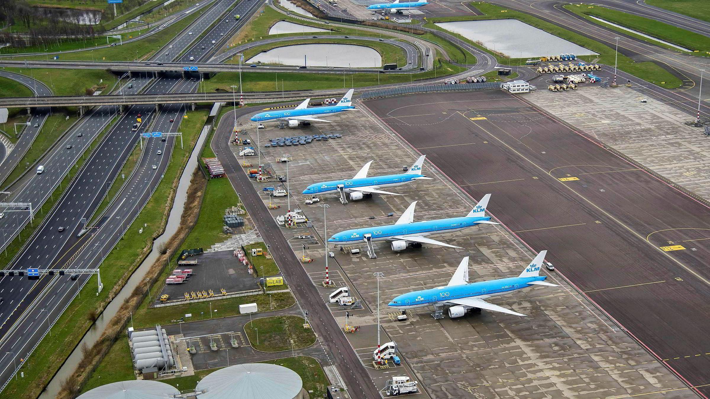 Både Virke og flere reisebyråer reagerer kraftig på at blant andre KLM og Air France nå har strupt mulighetene for refusjon av billetter.