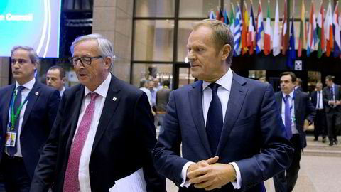 EUs president Donald Tusk (til høyre) på EU-toppmøtet, her sammen med EU-kommisjonens president Jean-Claude Juncker.