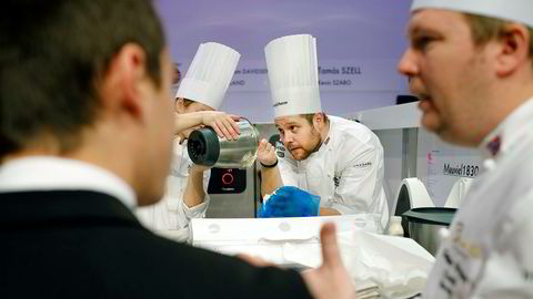 Christopher William Davidsen forbereder måltidet som sikret Norge sølv i Bocuse d'Or.