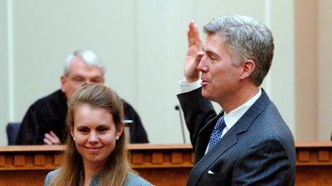 I den amerikanske avisen LA Times pekes den konservative juristen Neil M. Gorsuch fra Denver ut som storfavoritt til dommerjobben.