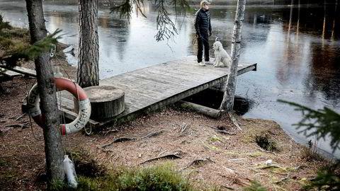 Politioverbetjent Einar Sagli ble truet med personalsak fra ledelsen etter å ha varslet om kritikkverdige forhold i Politiets utlendingsenhet (PU). Her er han på tur med hunden Trulte.