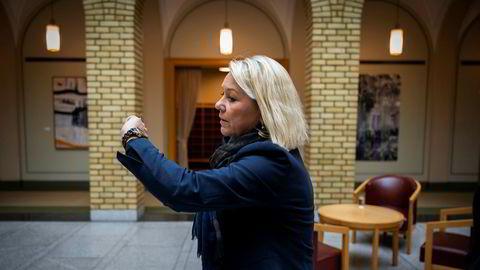 Justisminister Monica Mæland får kritikk av Justiskomiteens nestleder for å ha somlet med å gi PST et juridisk grunnlag for å jobbe mot påvirkningsoperasjoner. Både Arbeiderpartiet og Senterpartiet sender henne nå skriftlige spørsmål om saken.
