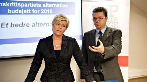 Ulf Leirsvein har trukket seg fra vervene i Frp, med rette mener, partileder Siv Jensen. Dette bildet ble tatt da de la frem alternativt statsbudsjett i 2010, og Leirstein var finanspolitisk talsmann i Frp.