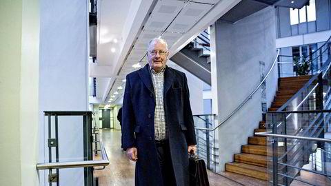 Sveaas-advokat Erik Wahlstrøm (74) vil ikke si noe om hvordan han ser på å bli styreleder i hovedaksjonær Hannah Wilhelmsens selskap mot hennes vilje.
