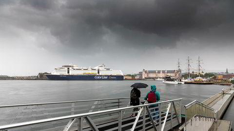 Olav Nils Sundes konsern sliter under epidemien, tapene er beregnet til over 500 millioner. Color Fantasy ligger til kai ved Havnelageret i Oslo.