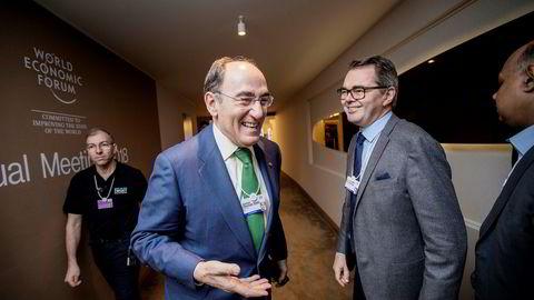 Hydro-sjef Svein Richard Brandtzæg (til høyre) møtte blant annet toppsjef José Ignacio Sánchez Galán (til venstre) i den spanske kraftgiganten Iberdrola under World Economic Forum i Davos sist uke.