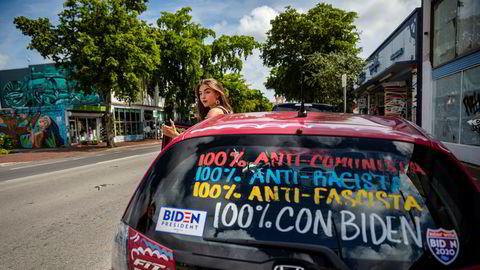 I bydelen Little Havana i Miami har Sofia Hidalgo brukt maling og tusj på bilen for å drive valgkamp. Unge velgere i det kubanske miljøet er mer positiv til Biden enn foreldrene.