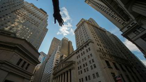 Den amerikanske finansbransjen, ofte referert til som Wall Street, ble pålagt streng regulering etter finanskrisen i 2008. Denne reguleringen vil president Donald Trump begrense.
