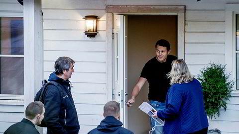 Fredag morgen banket Skattekrim og politi på hjemme hos den svenske snekkeren Carl Thomas Andersson i Asker.