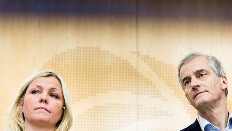 Partisekretær Kjersti Stenseng og Jonas Gahr Støre har flere ganger måtte svare på varslingssakene i partiet. Her under en pressekonferanse etter at Arbeiderpartiets sentralstyremøte hadde diskutert saken mot avgått nestleder Trond Giske.