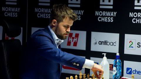 Magnus Carlsen spiller mot Levon Aronian under Norway Chess 2020.
