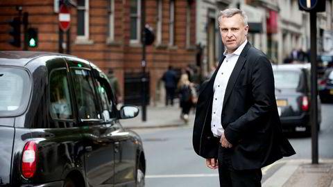 Sven Ombudstvedt solgte onsdag alle sine aksjer i Norske Skog. Men det er ingen avskjedssøknad sier Norske Skog-sjefen som torsdag var i et ordinært forretningsmøte i London.