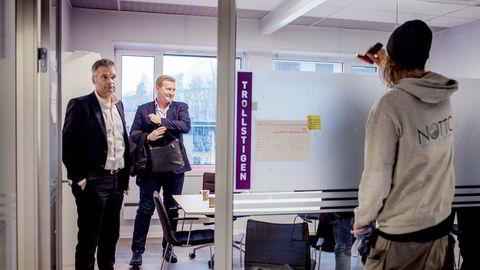 Konkurransetilsynet varsler stans av Telias oppkjøp av Phonero. Det kan føre til at Phoneros mobilsjef Thore Bertelsen (til høyre) kan gå glipp av en storgevinst. Her sammen med Telias norske sjef Abraham Foss.
