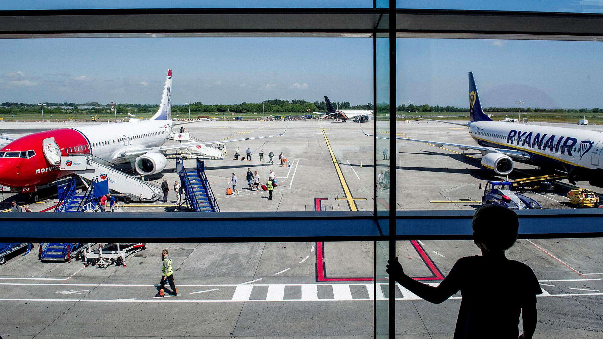 Irske Ryanair og Norwegian har på hver sin måte vært pionerer blant lavprisselskapene i Europa. For snart syv år siden var Norwegian først med å tilby mange flyvninger til andre kontinenter og det har skapt et helt nytt marked. Her fra flyplassen i Dublin.