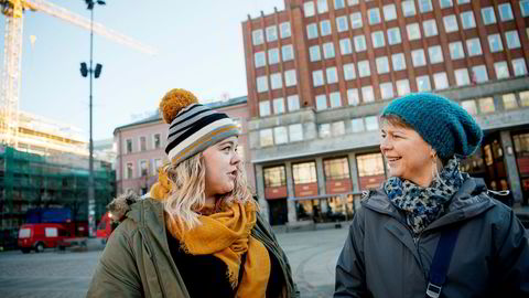 Sunniva Hofsøy (28) og moren Kristin Hofsøy (52) har forskjellige tv-vaner, men er samstemt om at reklame ofte kan virke irriterende.