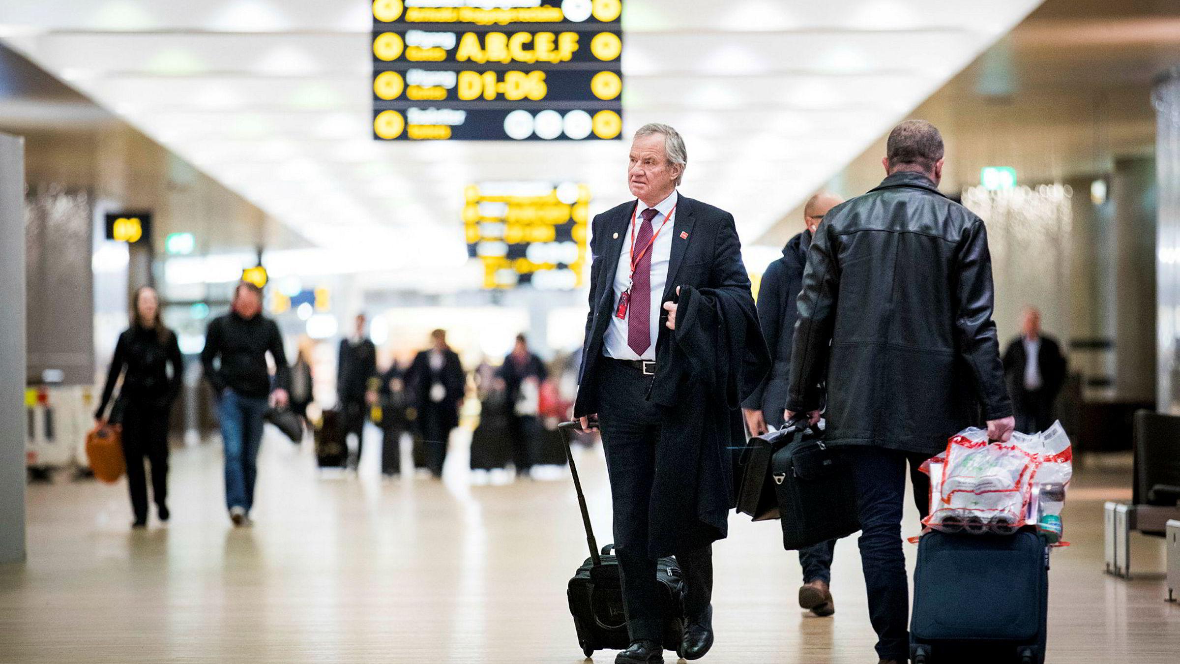 Norwegian-sjef Bjørn Kjos kan endelig ta i bruk den nye delen av Oslo lufthavn, men har langt større visjoner. Han mener Norge kunne laget et knutepunkt for trafikken mellom Asia og Nord-Amerika, via Oslo.