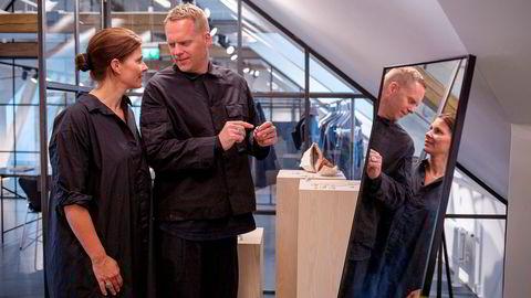Mona Jensen og Morten Isachsen gjør det godt med sine Tom Wood-klær og -smykker.