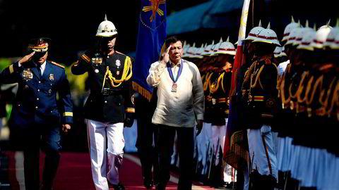 Filipinenes president Rodrigo Duterte er kjent for sin kontroversielle krig mot narkotika, men landets økonomi går på skinner.