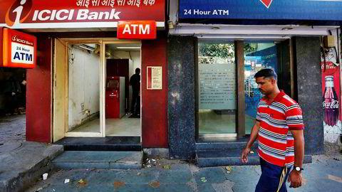 Den indiske banksektoren er neddynget i misligholdte lån. Nå forsøker staten å rydde opp og vil tilføre de statseide bankene over 250 milliarder kroner de neste to årene. Utlånsveksten har ikke vært lavere på 63 år.