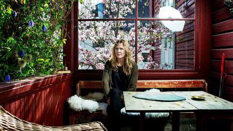 – Da jeg kom hjem fra Irak-krigen i 2003 og trengte et stille sted, fant jeg dette huset i Oslos stilleste gate, sier Seierstad om leiligheten hun ga 4,2 millioner for. Siden har hun kjøpt resten av huset i Tidemands gate bit for bit. Nå selger hun hele. Bildet er tatt i 2015.