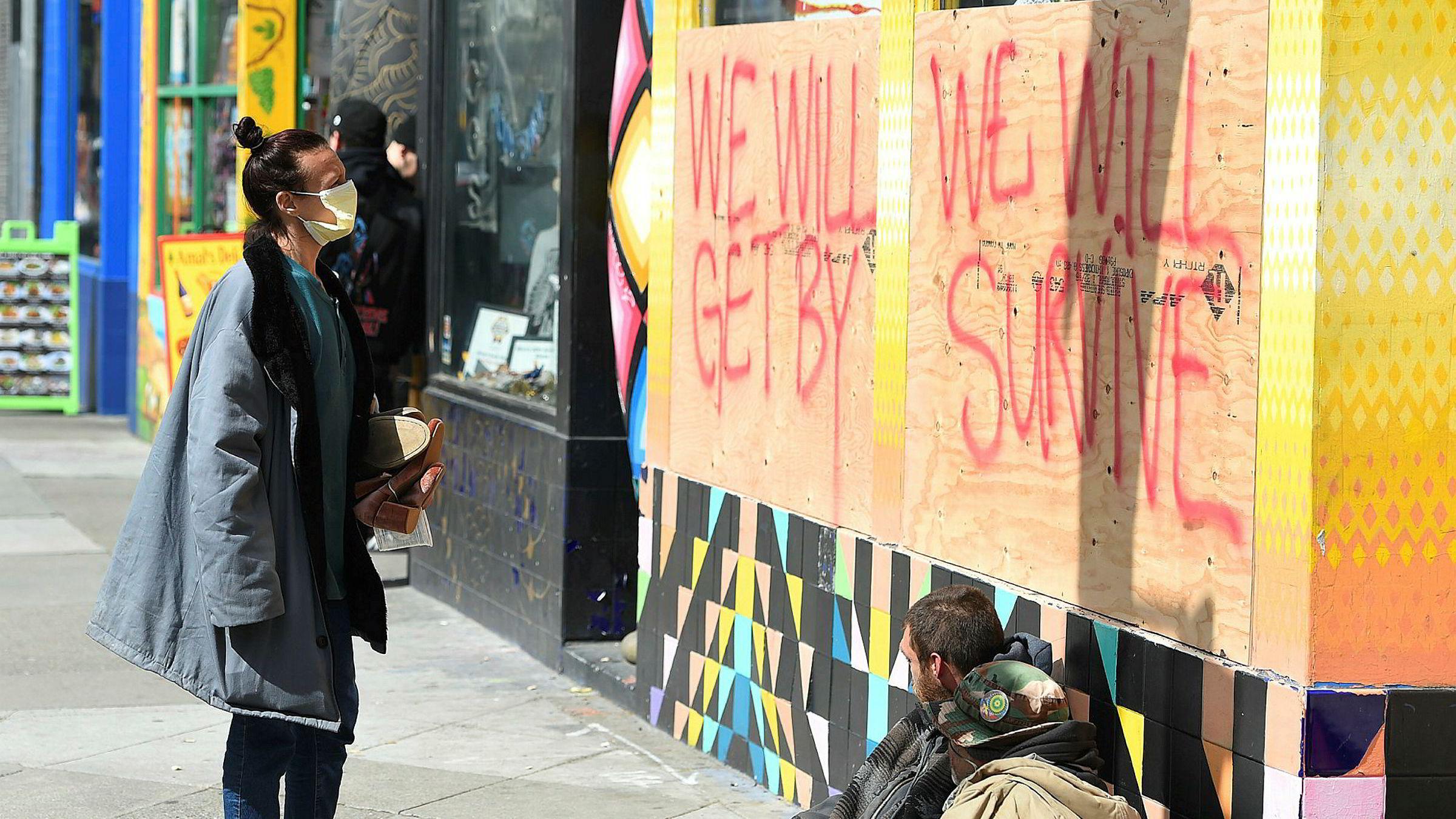 Det er først de siste dagene vestlige land har begynt å isolere storbyer, som her i San Francisco. Dette ventes å utløse en global resesjon. Ingen vet hvor lenge den vil vare.