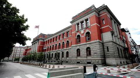 Havnestriden gikk helt til Høyesterett, der transportarbeiderne tapte. På bildet Høyestrettsbygningen, tidligere Justisbygningen i Oslo, tegnet av Hans Jacob Sparre.