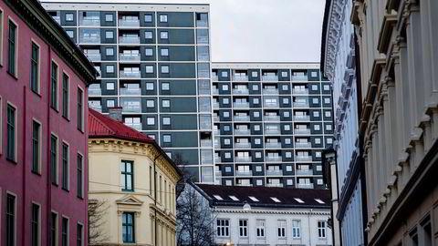 Den nye boliglånsforskriften har ført til at norske banker nå varsler låneinnstramning.