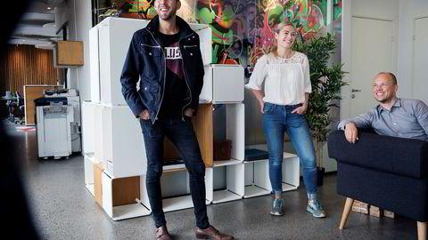 Magnus Meisal driver Gründerhub i Stavanger for SR-Bank. Nina Ousdal og Lars Urheim i Ope er blant gründerne som holder ut. De leverer romdelere som den i bakgrunnen.