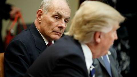 John Kelly, minister for innenriks sikkerhet og president Donald Trump under et møte i januar i år.