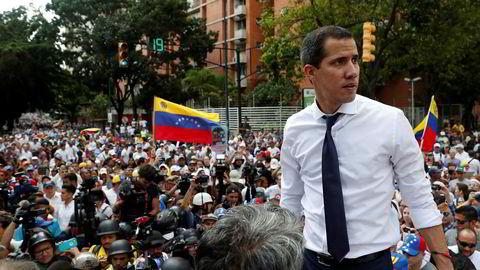 Venezuelas opposisjonsleder Juan Guaidó vil delta i et møte på Barbados med mål å forhandle frem en slutt på diktaturet i landet.